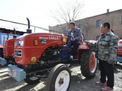 内蒙古:买农机 备春耕(图)